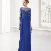 Vestido largo azul con cuerpo bordado