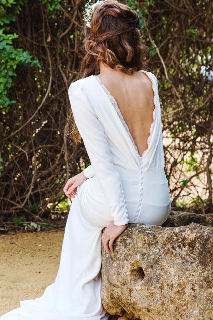 Vestido de novia de seda con espalda bordada