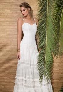 Vestido largo de tirante fino con escote corazón, realizado en encaje de algodón