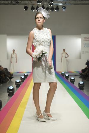 Vestido corto blanco con pailletes ideal para novia civil