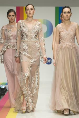 Espectaculares vestidos con encaje floral, cuidadas pedrerías, tiras bordadas, tul  y espaldas decoradas y pronunciadas