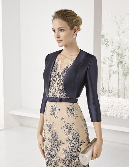 Vestido corto bordado con bolero azul