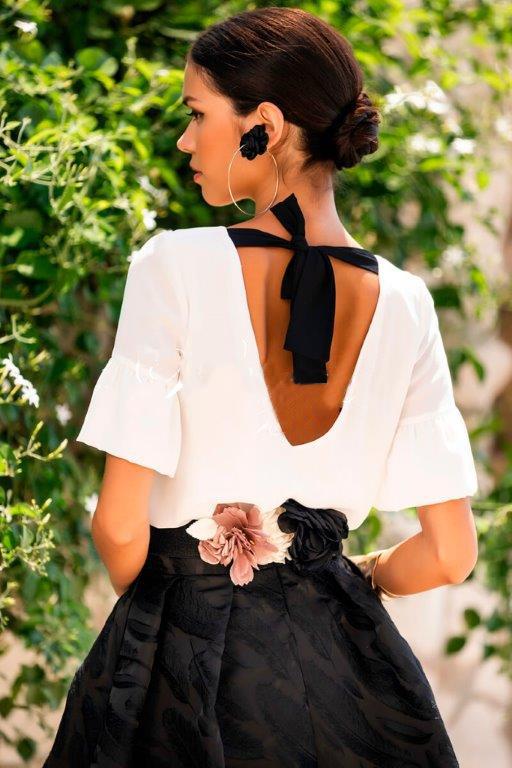 Falda irregular con blusa