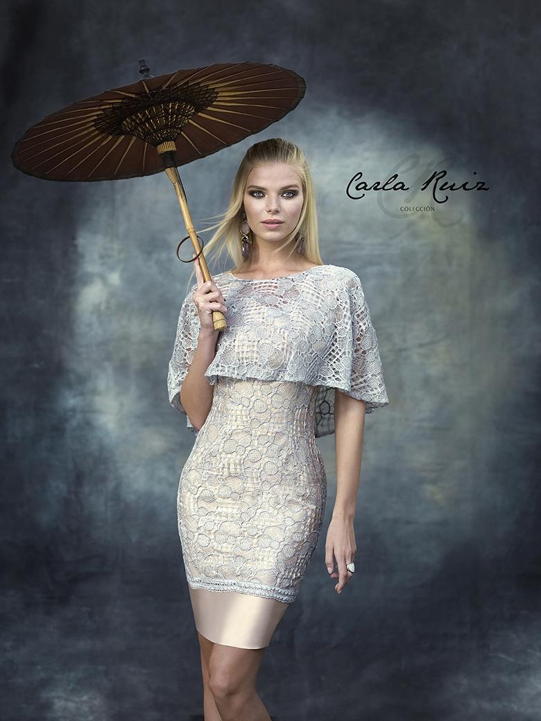 vestido corto con capelina